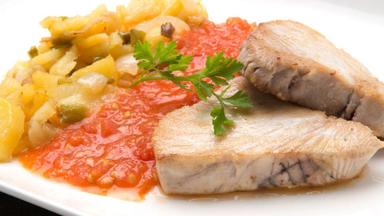 Receta De Bonito Con Tomate Y Patatas Karlos Arguiñano