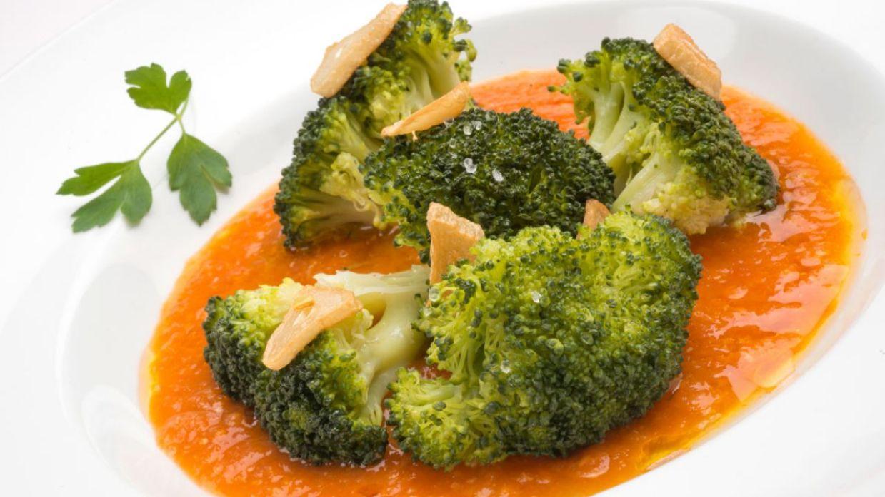 Receta de Brócoli con salsa de tomate - Karlos Arguiñano