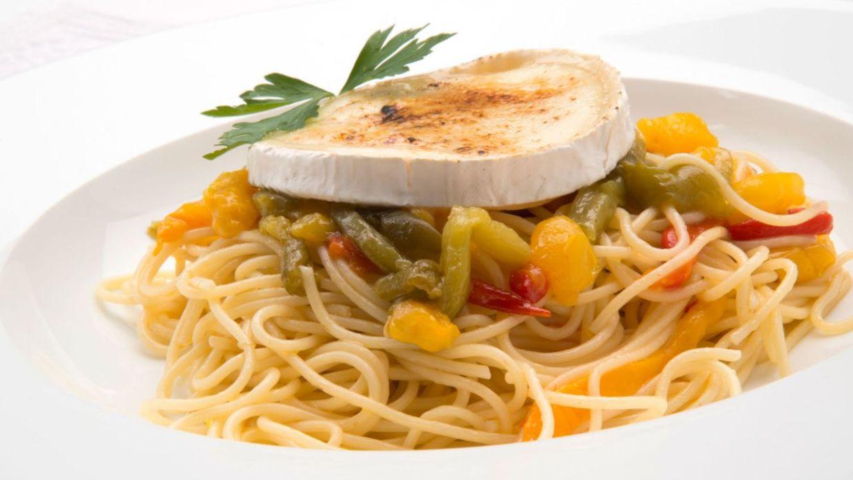 Receta De Espaguetis Con Pimientos Asados Y Queso De Cabra Karlos Arguiñano