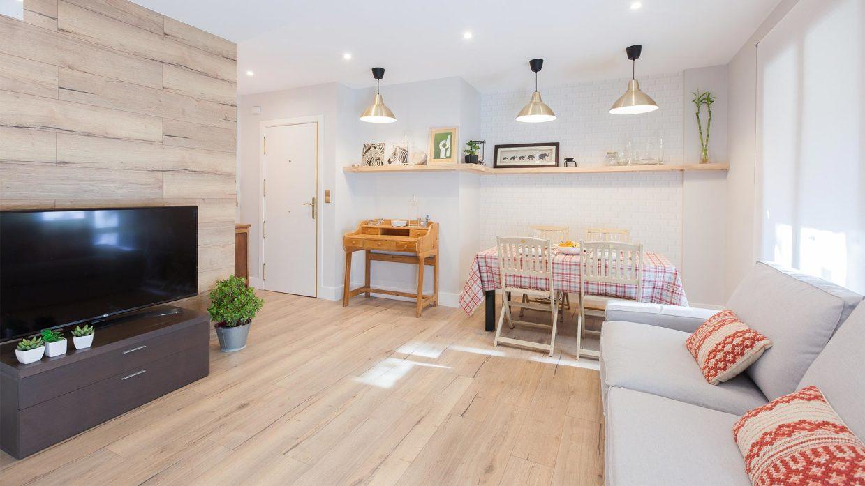 Decorar salón comedor con cocina abierta en madera - Decogarden